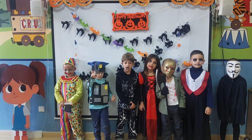 Alumnos disfrazados en clase de nuestro colegio bilingüe en Granada