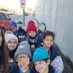 Alumnos camino a la pista de hielo en Granada