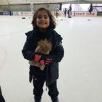 alumnos en la pista de hielo de Granada