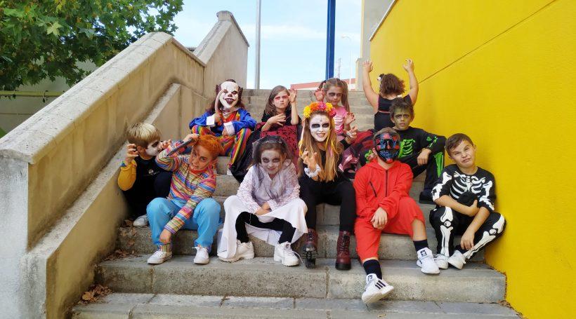alumnos disfrazados en Halloween