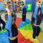 Alumnos disfrutando de actividades lúdicas